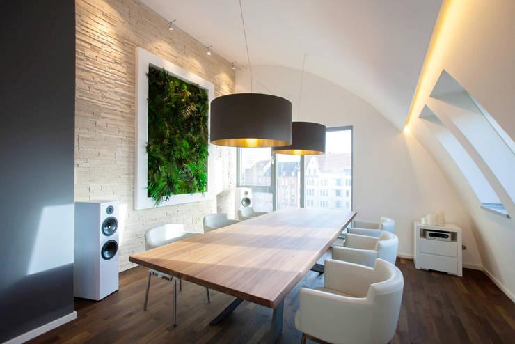 Vorstellung unserer Produkte: Pflanzen- und Moosbilder von styleGREEN:  Esszimmer von FlowerArt GmbH | styleGREEN