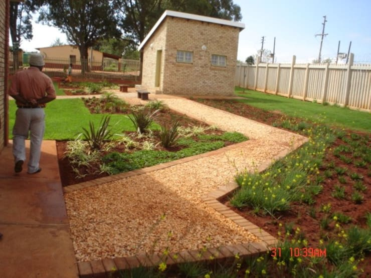 "Community Clinic Landscaping: {:asian=>""asian"", :classic=>""classic"", :colonial=>""colonial"", :country=>""country"", :eclectic=>""eclectic"", :industrial=>""industrial"", :mediterranean=>""mediterranean"", :minimalist=>""minimalist"", :modern=>""modern"", :rustic=>""rustic"", :scandinavian=>""scandinavian"", :tropical=>""tropical""}  by Mohlolo Landscape Architects,"