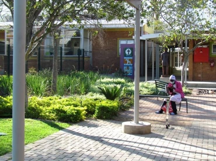 Modimolle Hospital:   by Mohlolo Landscape Architects