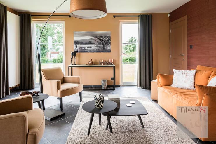 Salas de estilo clásico por Marie'S Home