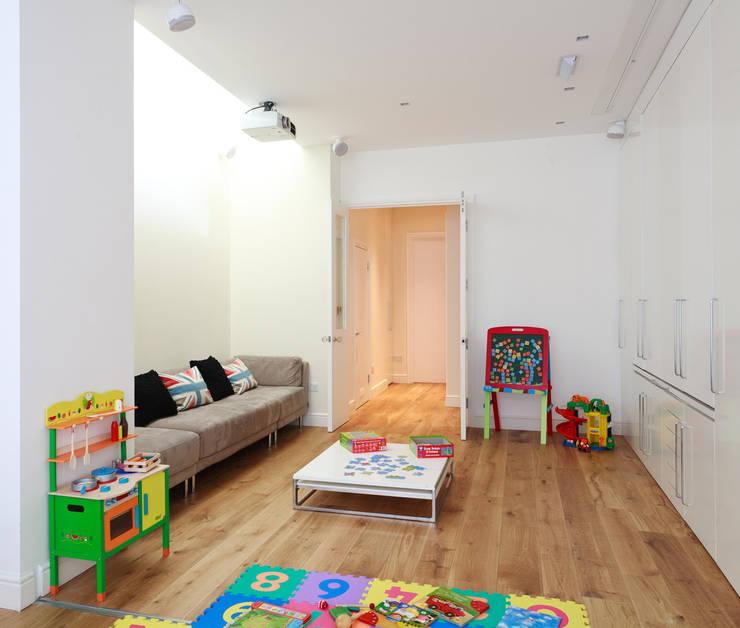 Aproveitar espaços escondidos: Quartos de criança  por Architect Your Home