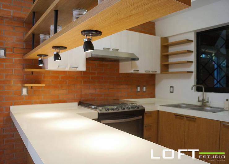 Cocina : Cocinas de estilo ecléctico por LOFT ESTUDIO arquitectura y diseño