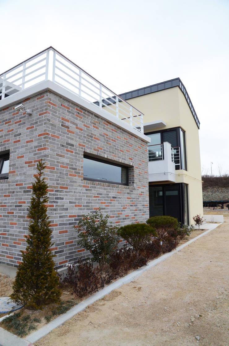 약사동 B:um-house: 건축사사무소 카안  Architect firm KAAN의  주택