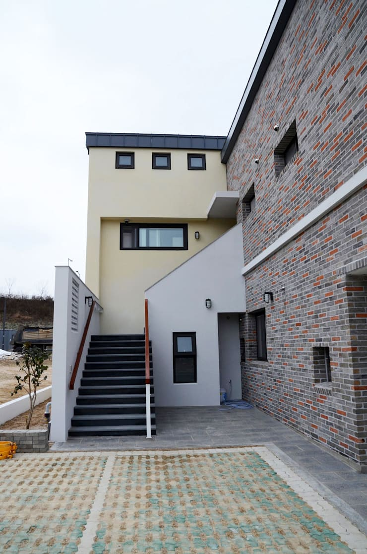 약사동 B:um-house: 건축사사무소 카안  Architect firm KAAN의  복도 & 현관