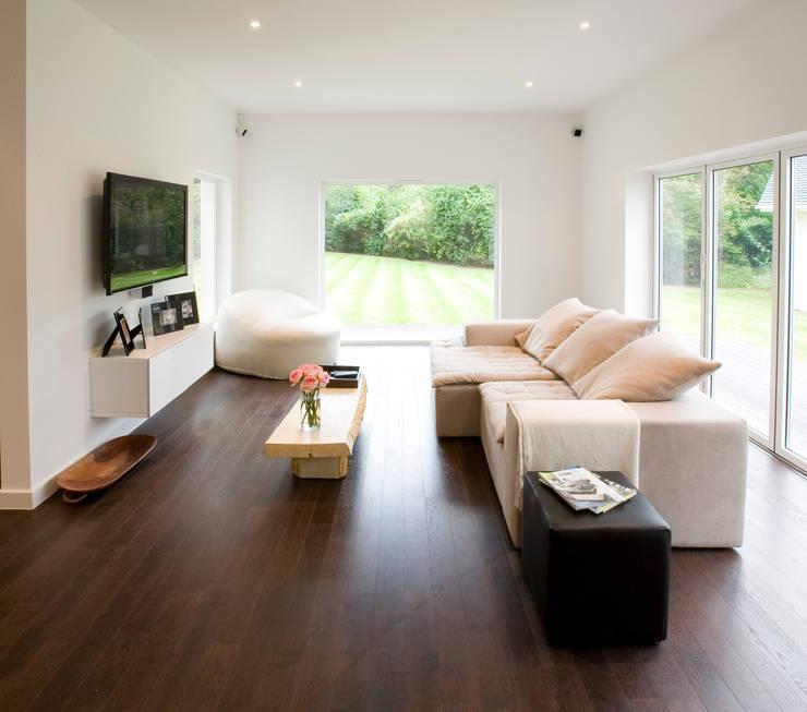 Sala: Salas multimédia  por Architect Your Home