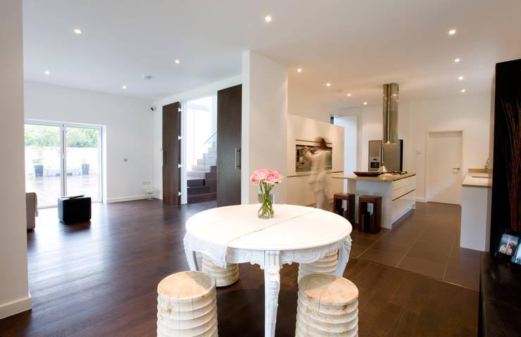 Espaço e modernidade: Salas de estar  por Architect Your Home