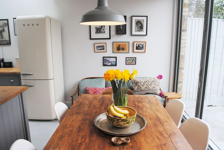 Kitchen - Dining Table:  Kitchen by Absolute Project Management