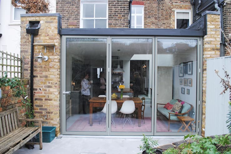 Kitchen - Rear Elevation:  Kitchen by Absolute Project Management