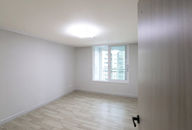 중흥마을 48평: 금화 인테리어 의  방
