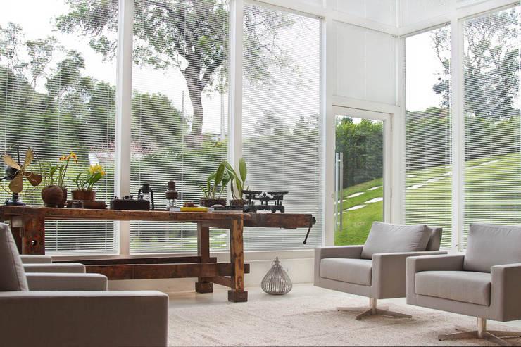 Living : Salas de estar  por IDALIA DAUDT Arquitetura e Design de Interiores