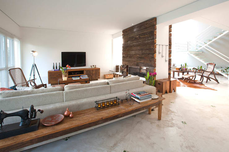 Home Theater: Salas multimídia  por IDALIA DAUDT Arquitetura e Design de Interiores