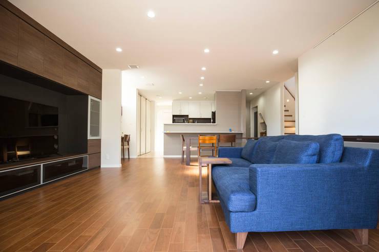 ห้องนั่งเล่น by ナイトウタカシ建築設計事務所