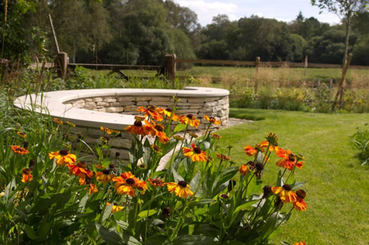 country Garden by Elks-Smith Landscape and Garden Design