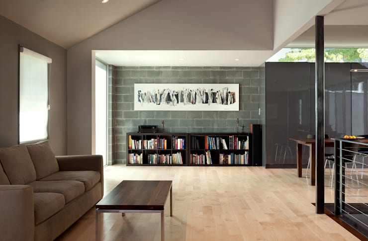 Casa Abierta:  Living room by KUBE Architecture