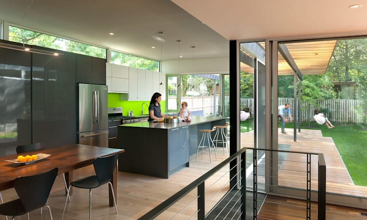 Casa Abierta:  Kitchen by KUBE Architecture