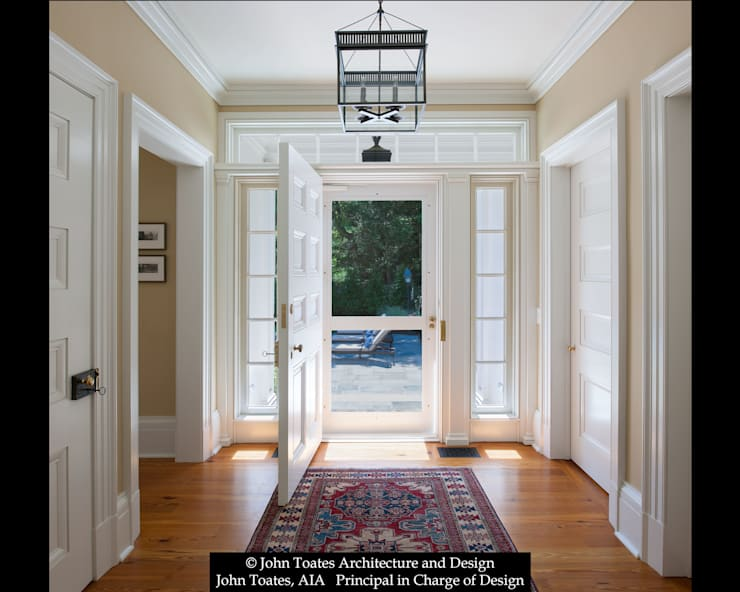 Family Entry:  Corridor & hallway by John Toates Architecture and Design