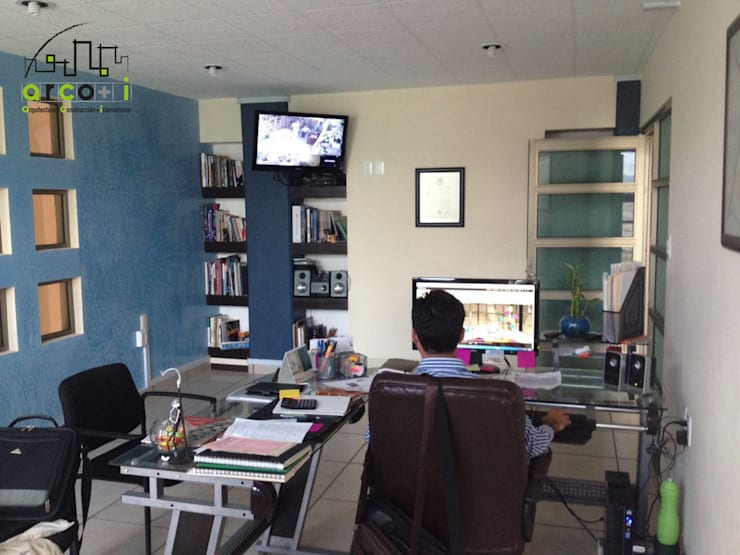 Oficinas: Estudios y oficinas de estilo  por ARCO +I