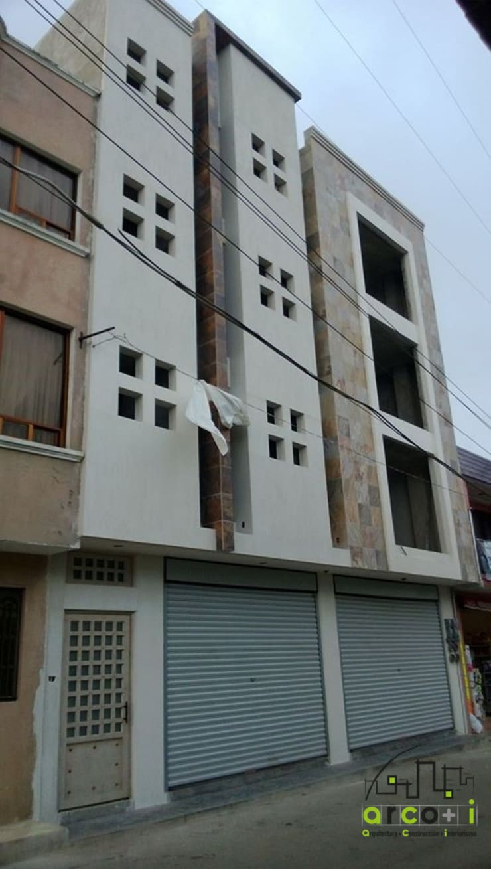 Edificio: Casas de estilo  por ARCO +I