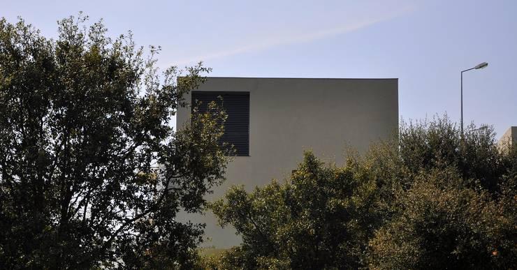 Moradia Unifamiliar: Casas  por Atelier fernando alves arquitecto l.da