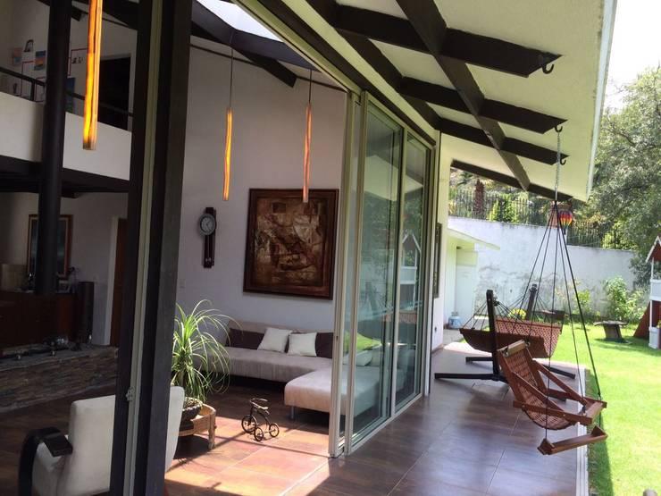 casa canterburry: Terrazas de estilo  por CESAR MONCADA S