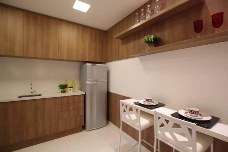 Nowoczesna kuchnia od Pricila Dalzochio Arquitetura e Interiores Nowoczesny