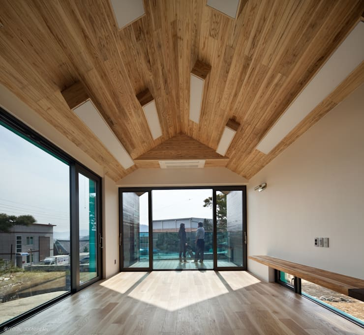 TOWER HOUSE: ON ARCHITECTURE INC.의  거실,