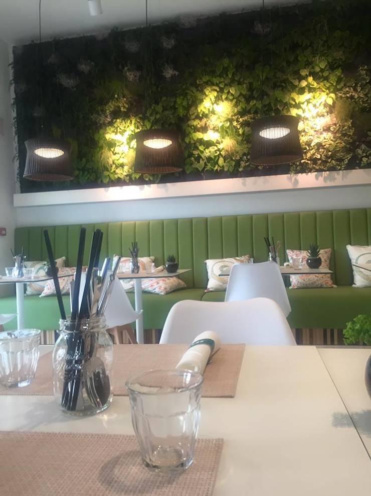 Pine Cliffs Restaurante ZEST:   por ECOSSISTEMAS; Áreas Verdes e Sistemas de Rega.