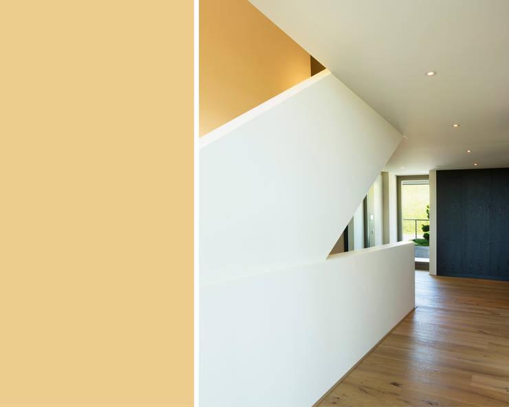 Pasillos y vestíbulos de estilo  de meier architekten zürich, Moderno