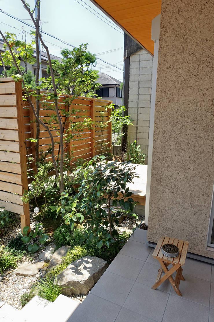 Terrasse de style  par T's Garden Square Co.,Ltd., Asiatique