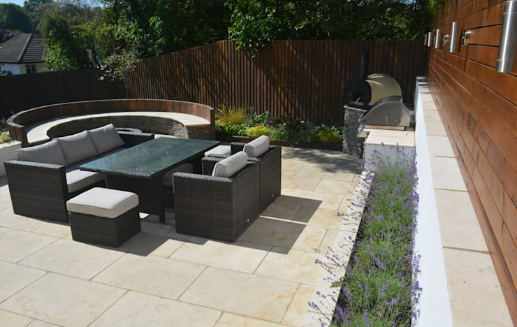 Garden by Robert Hughes Garden Design