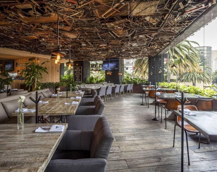Sonora Grill Reforma: Bares y discotecas de estilo  por PASQUINEL Studio