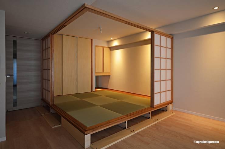 コンパクトかつ低予算でまとめられた和モダンの部屋(El cuarto del estilo japonés que es compacto y de bajo presupuesto bastante.): アグラ設計室一級建築士事務所 agra design roomが手掛けたリビングです。
