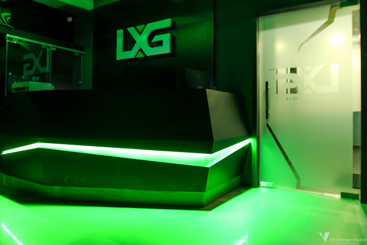 LXG—Gaming Arena: rustic  by V5 Design Studio,Rustic Plywood