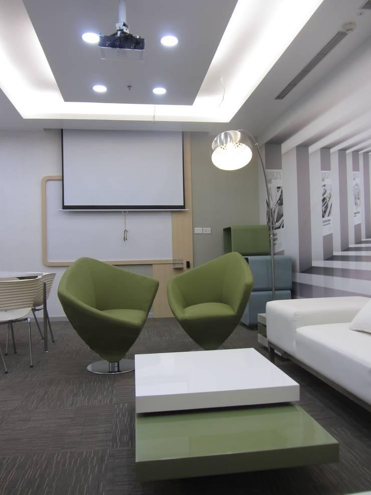 VOLVO OFFICE, HOSAKOTE, BANGALORE. (www.depanache.in):   by De Panache  - Interior Architects