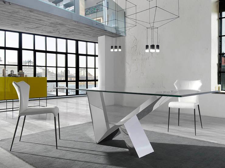 Mesas de refeições com tampo em vidro Dining tables with glass top www.intense-mobiliario.com  LARA: Salas de jantar  por Intense mobiliário e interiores;