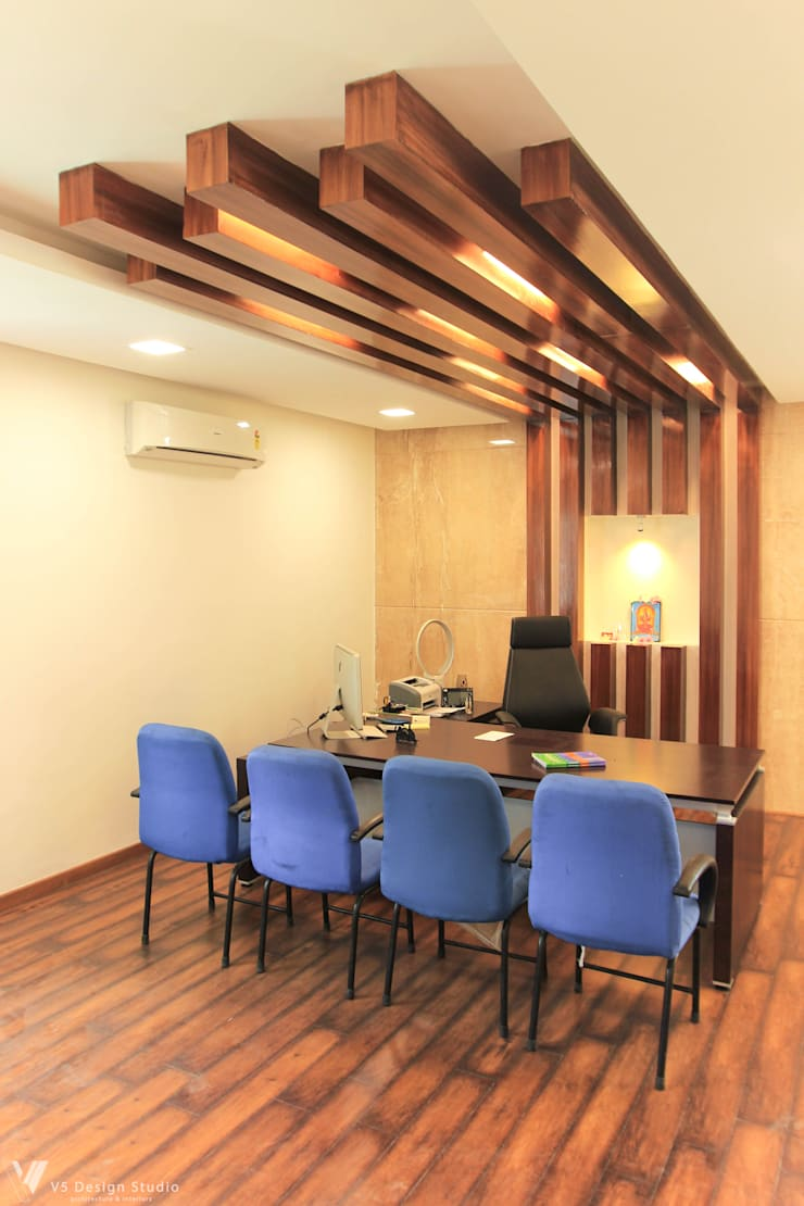 GKM College of Engineering - CEO Room:  Study/office by V5 Design Studio
