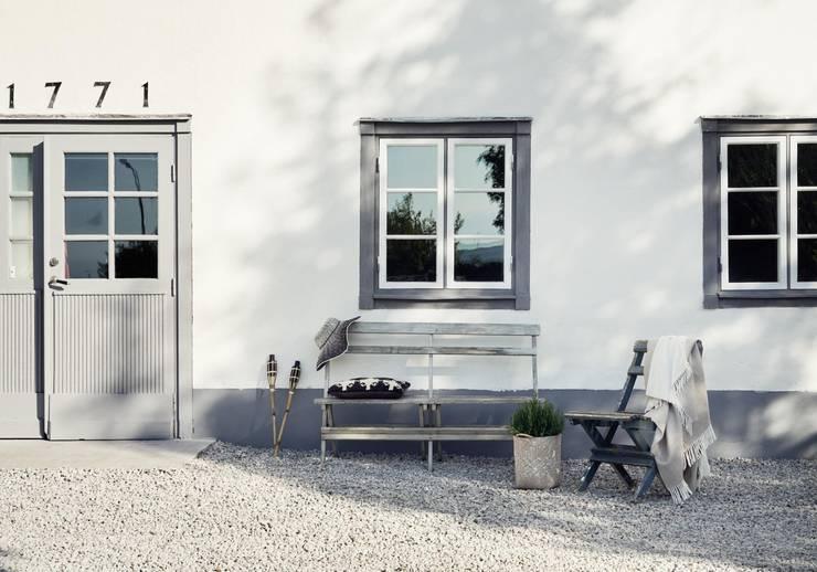 Il fascino dello stile nordico in una villa del '700: Case in stile in stile Scandinavo di Design for Love