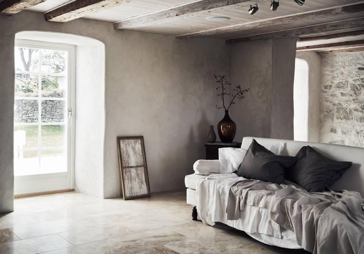 Il fascino dello stile nordico in una villa del '700: Soggiorno in stile in stile Scandinavo di Design for Love