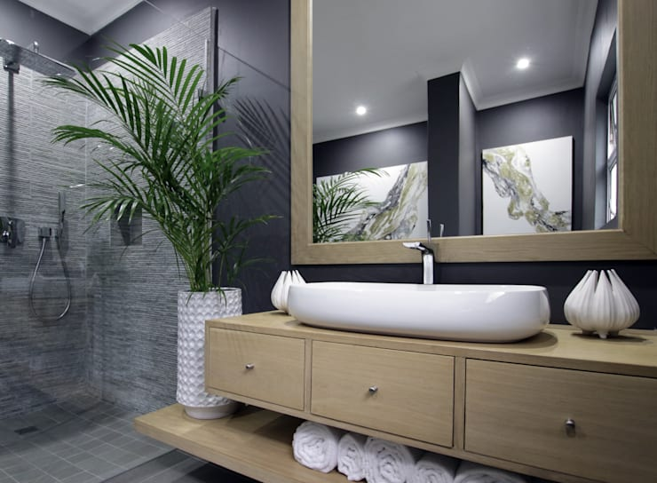 Bathroom 2: eclectic Bathroom by JSD Interiors