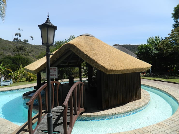 Thatch Lapa & Bar by Pool:  Pool by Cintsa Thatching & Roofing