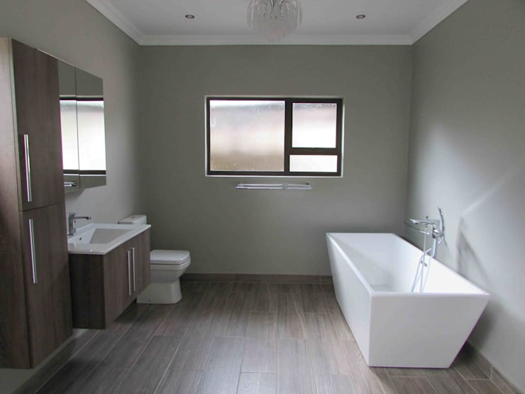 minimalistic Bathroom by DG Construction