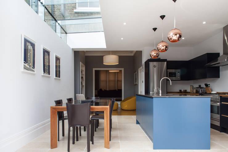 CALABRIA ROAD Cocinas de estilo moderno de Nic Antony Architects Ltd Moderno