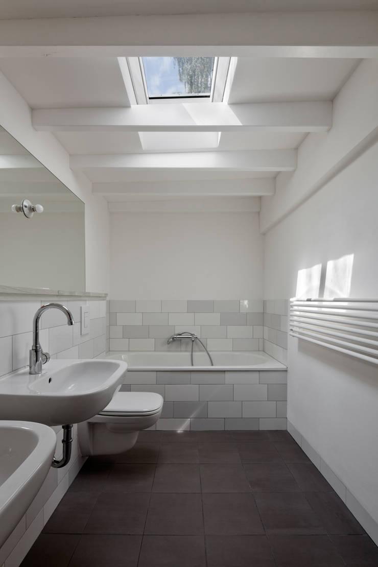 bathroom:  Skylights by brandt+simon architekten