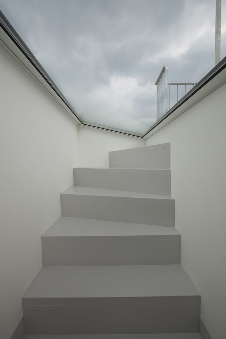 apartment stairs:  Corridor & hallway by brandt+simon architekten