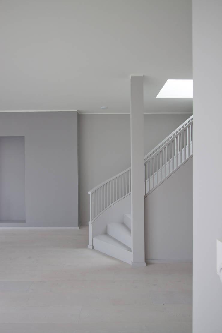 new attic apartment:  Living room by brandt+simon architekten