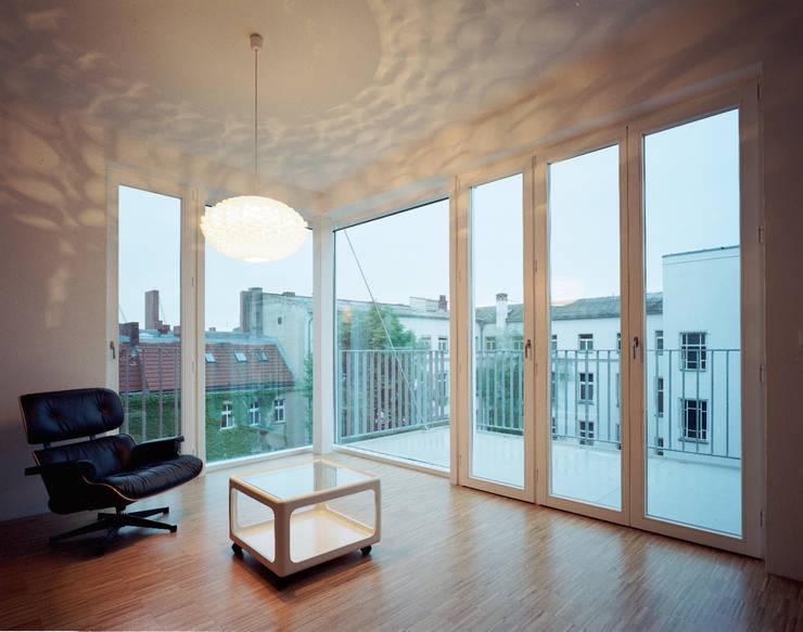 living room:  Living room by brandt+simon architekten