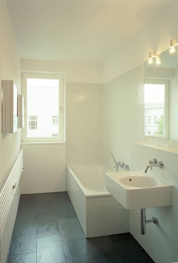 bathroom:  Bathroom by brandt+simon architekten