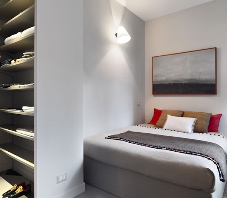 camera ospiti: Camera da letto in stile  di architettotorregrossa