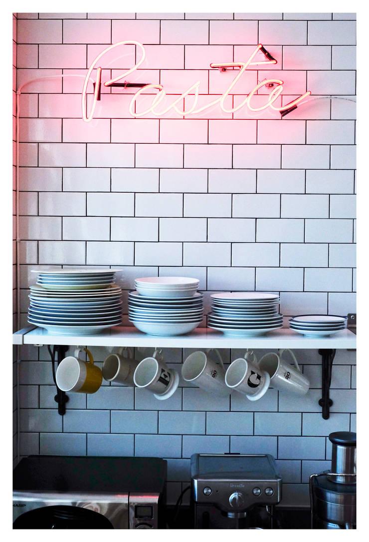 Intervención Bochera en Brooklyn NY.: Cocinas de estilo  por La Bocheria