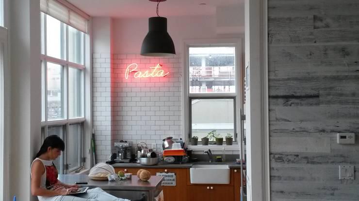 Intervención Bochera en Brooklyn NY.: Cocinas de estilo industrial por La Bocheria